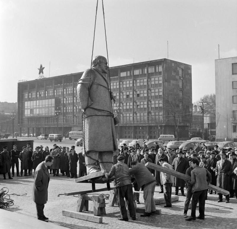 56osokTere-FelvonulasiTer-1965Korul-fortepan.hu-178308