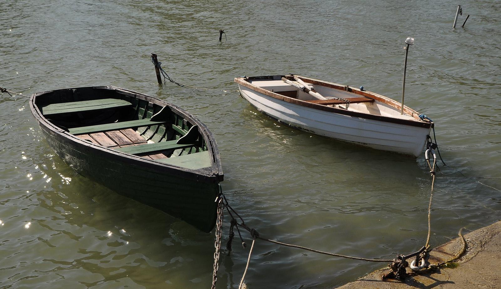 Csónakok kikötve