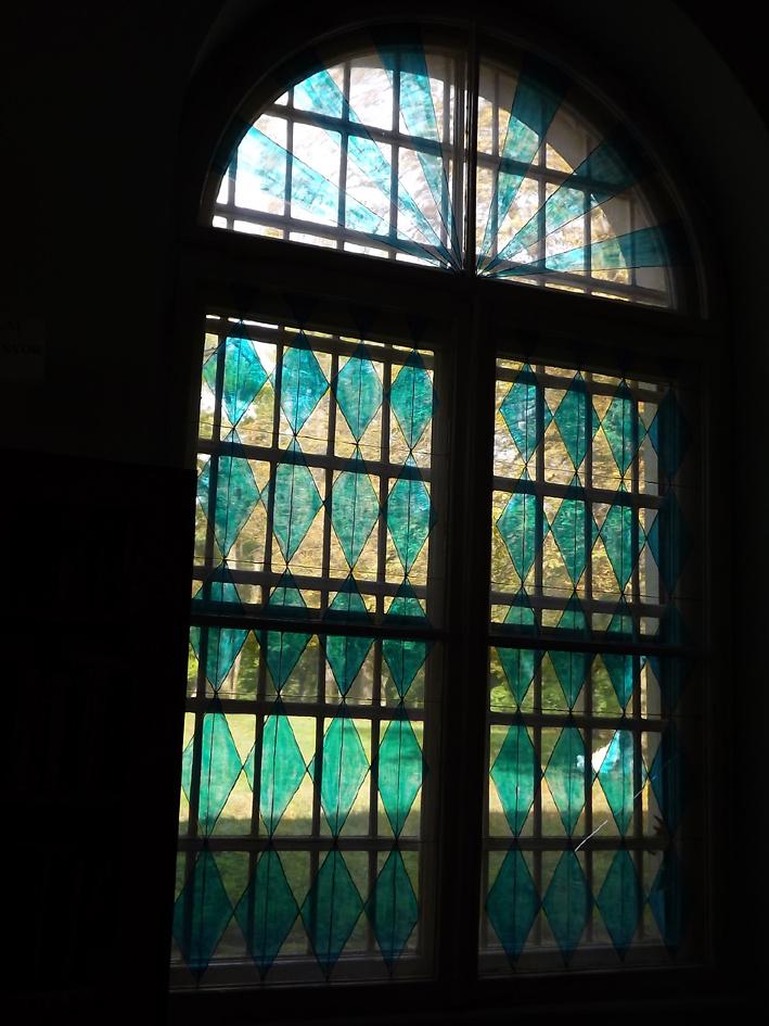 Színes ablak