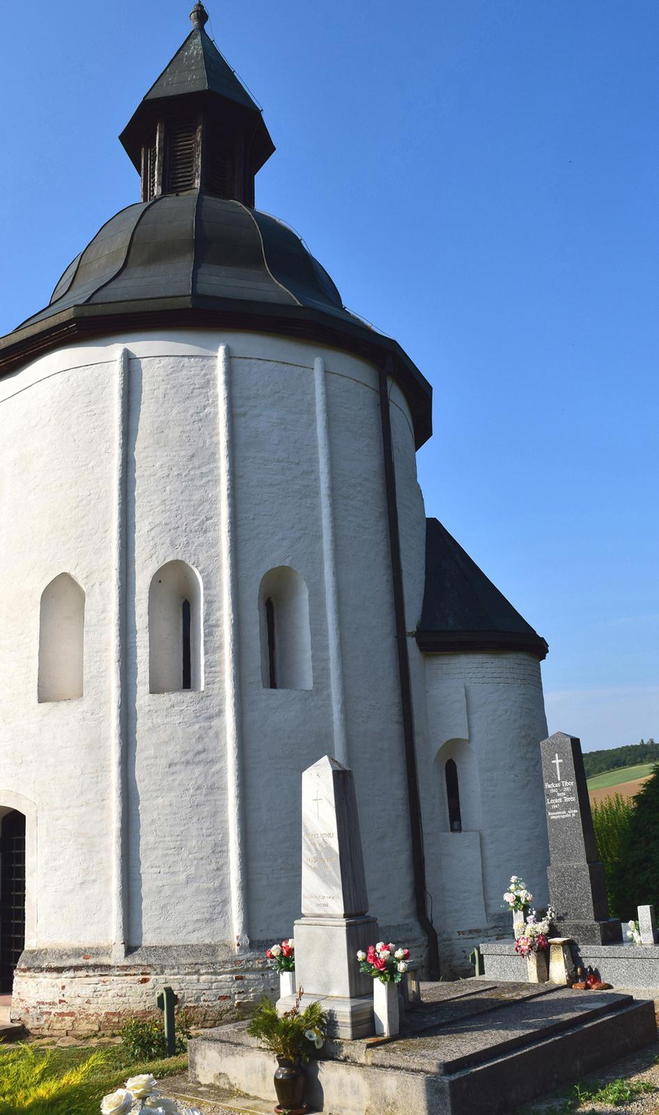 Árpád-kori körtemplom, Kallósd 1