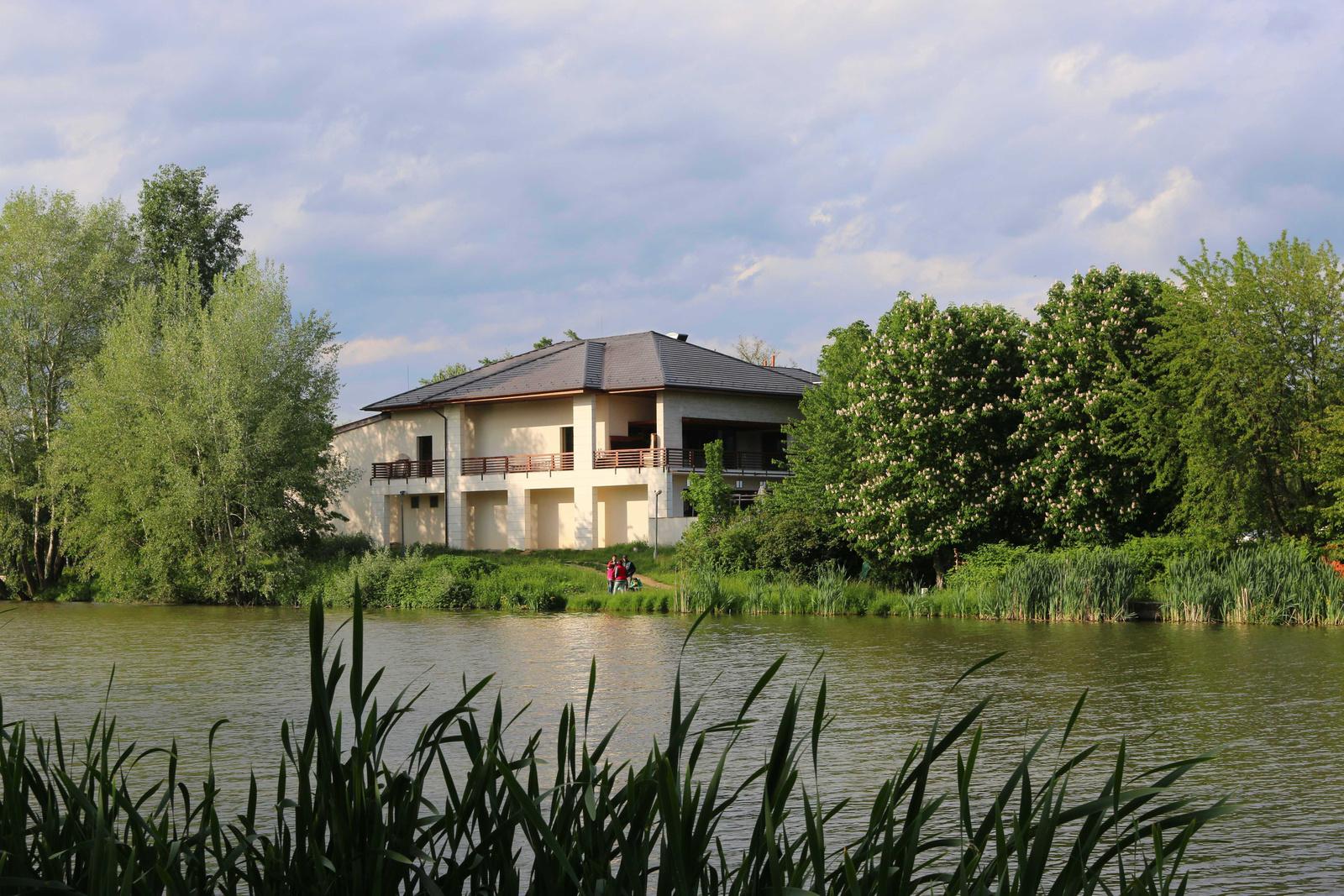 A tó 097
