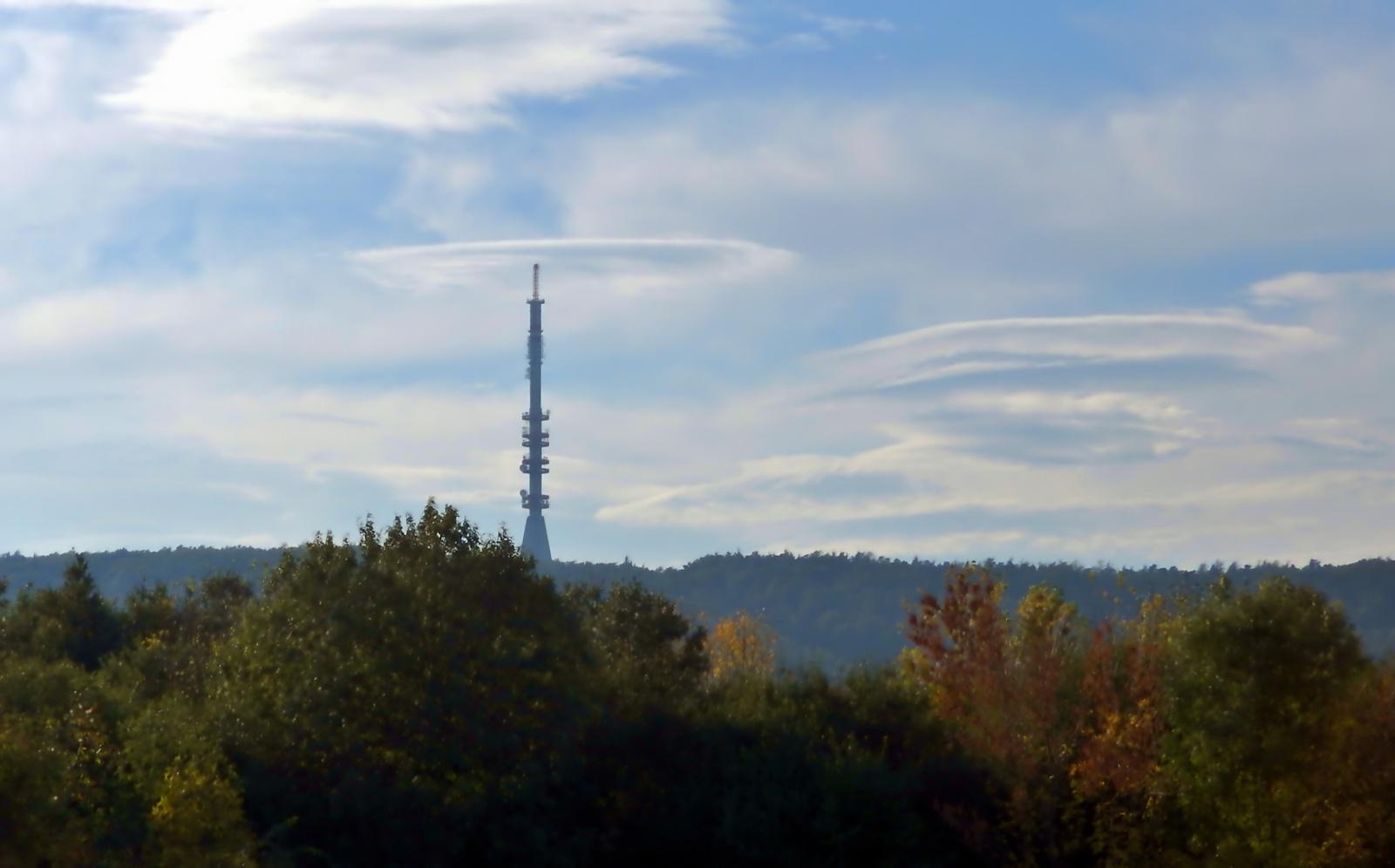 Lopakodó UFO felhők