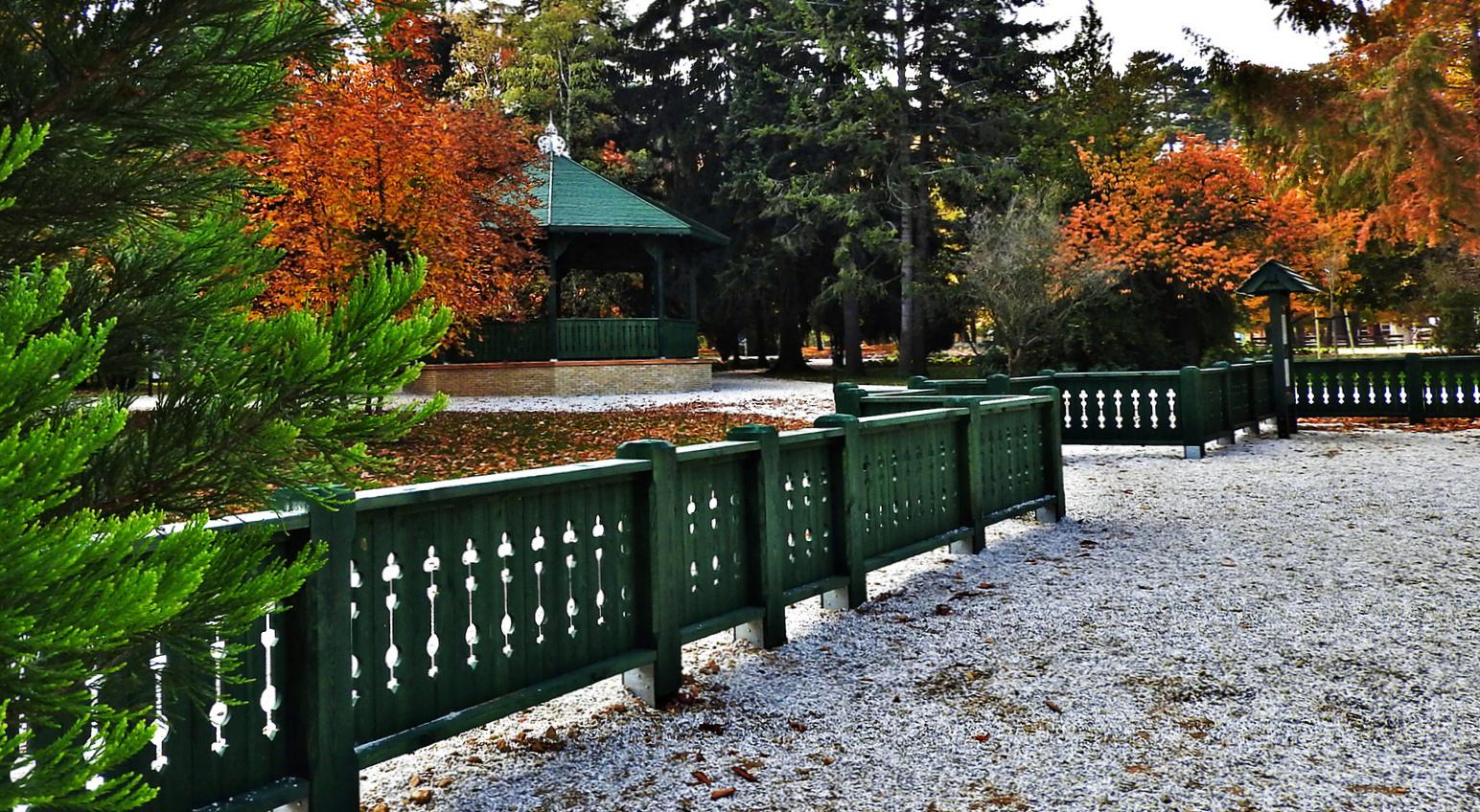 Erzsébet kert, Sopron, ősz, zenepavilon