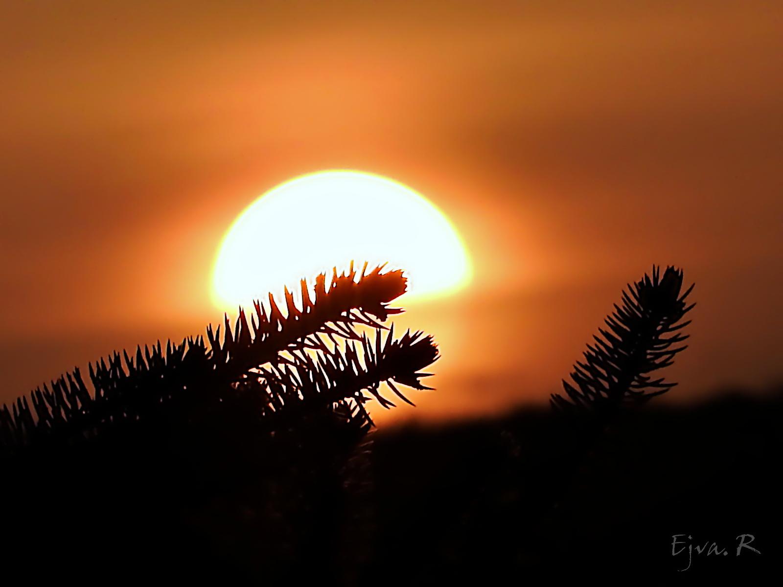Ma így búcsúzik a nap