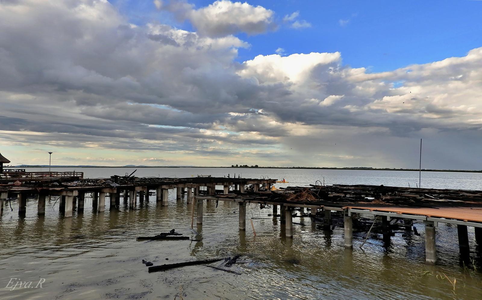 Porig égve / Fertő tó Csónakházak Tűz után