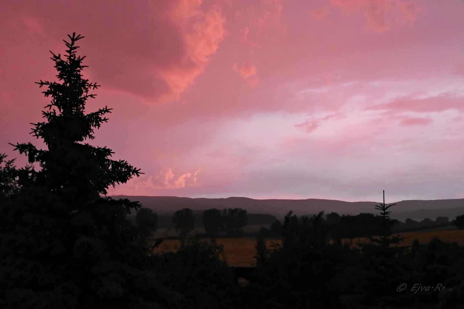 Viharos égbolt Lila Nyár