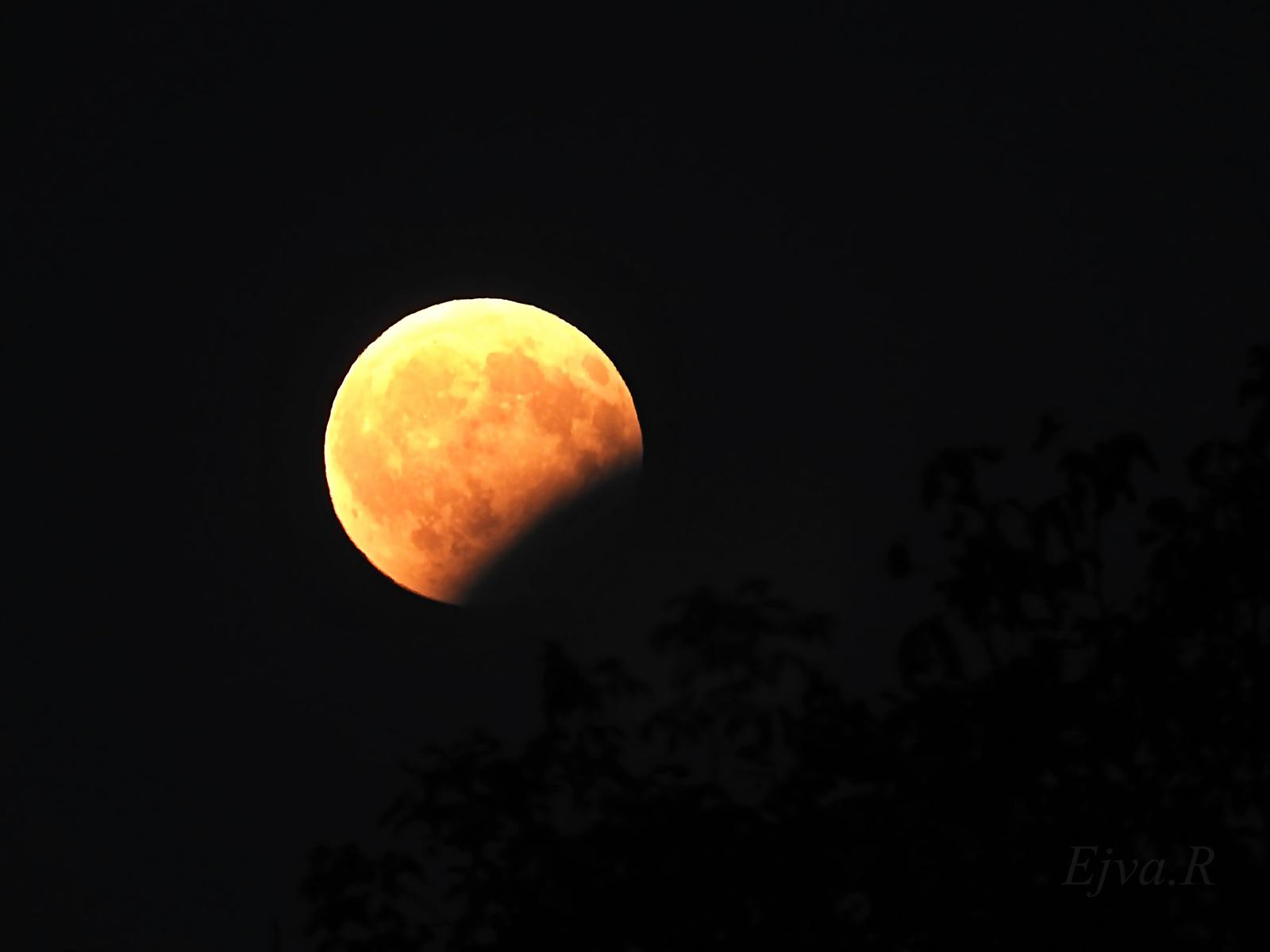 Részleges holdfogyatkozás 2017. augusztus 7-én Eclipse