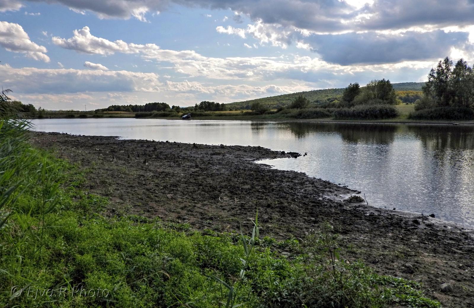Részben kiszáradt tó