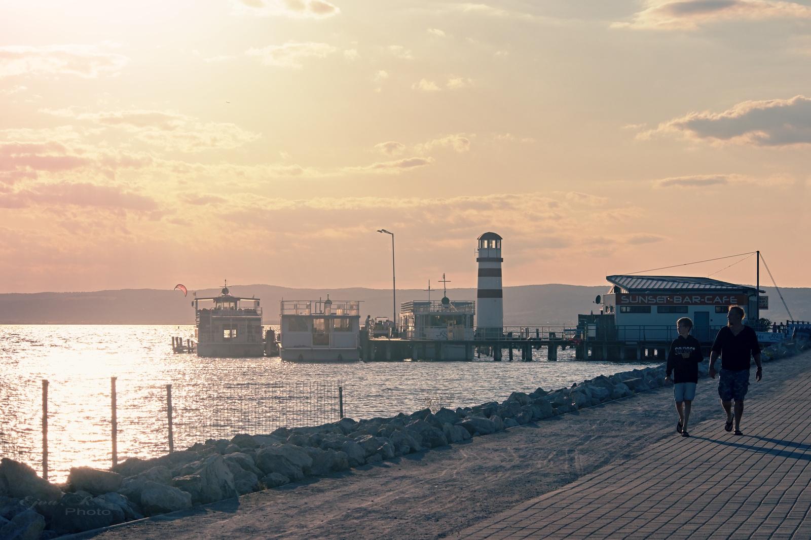Lemenő nap Kikötő