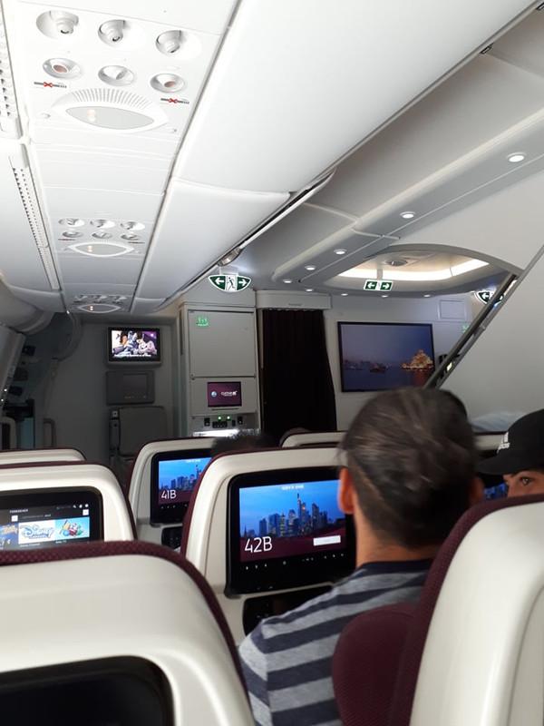 Ülőhely a gép legelején, szemben a pilótafülke beugrója