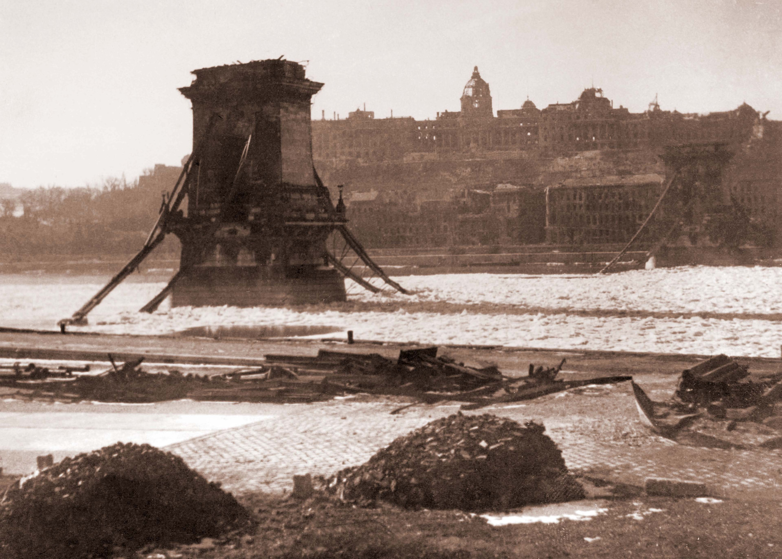 Lánc híd - Budapest - 1946 február 2