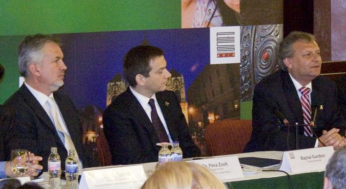sajto HILLER 2010 PECS
