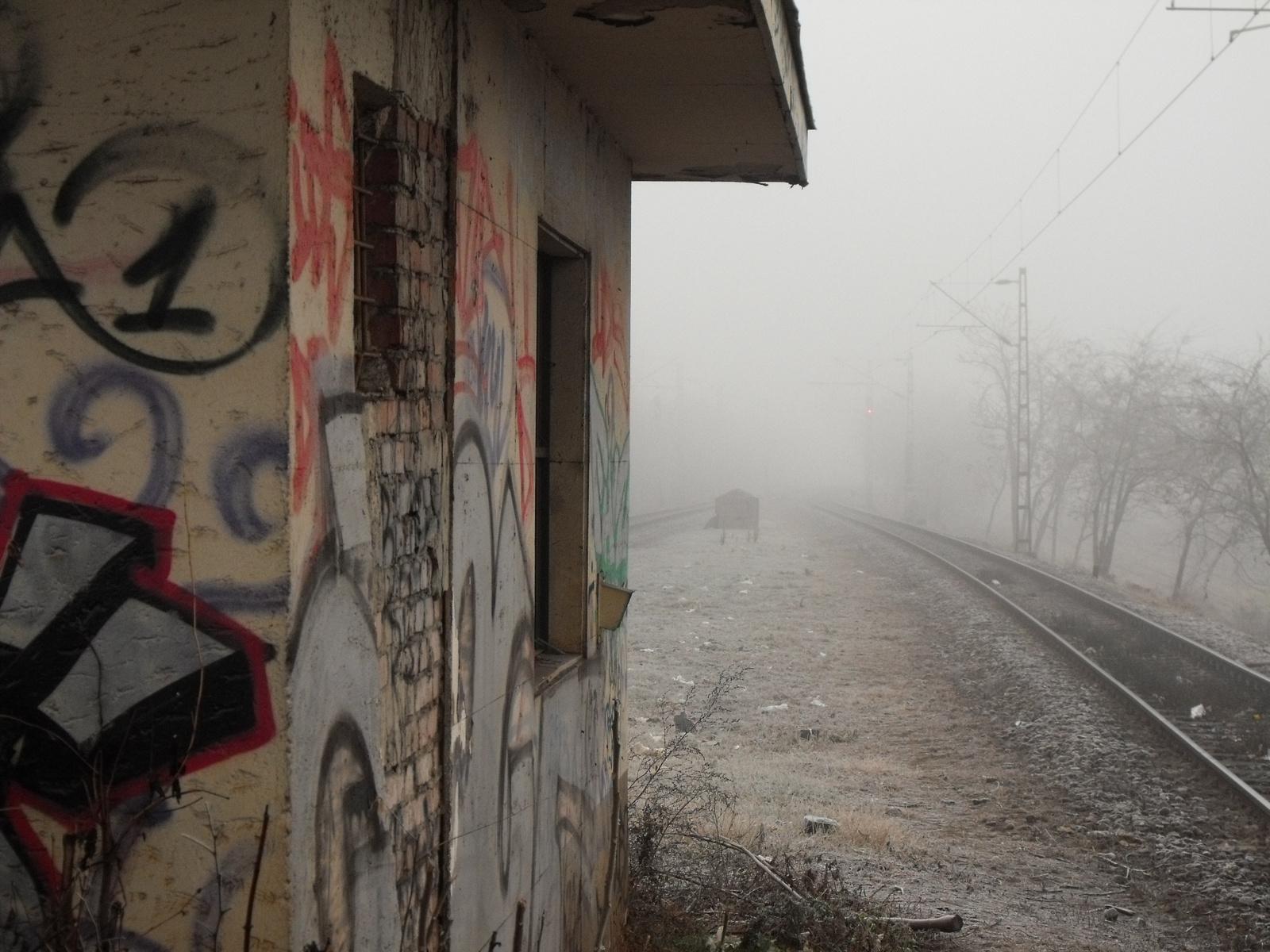 Előtérben a jelen,a jövő a ködbe vész...