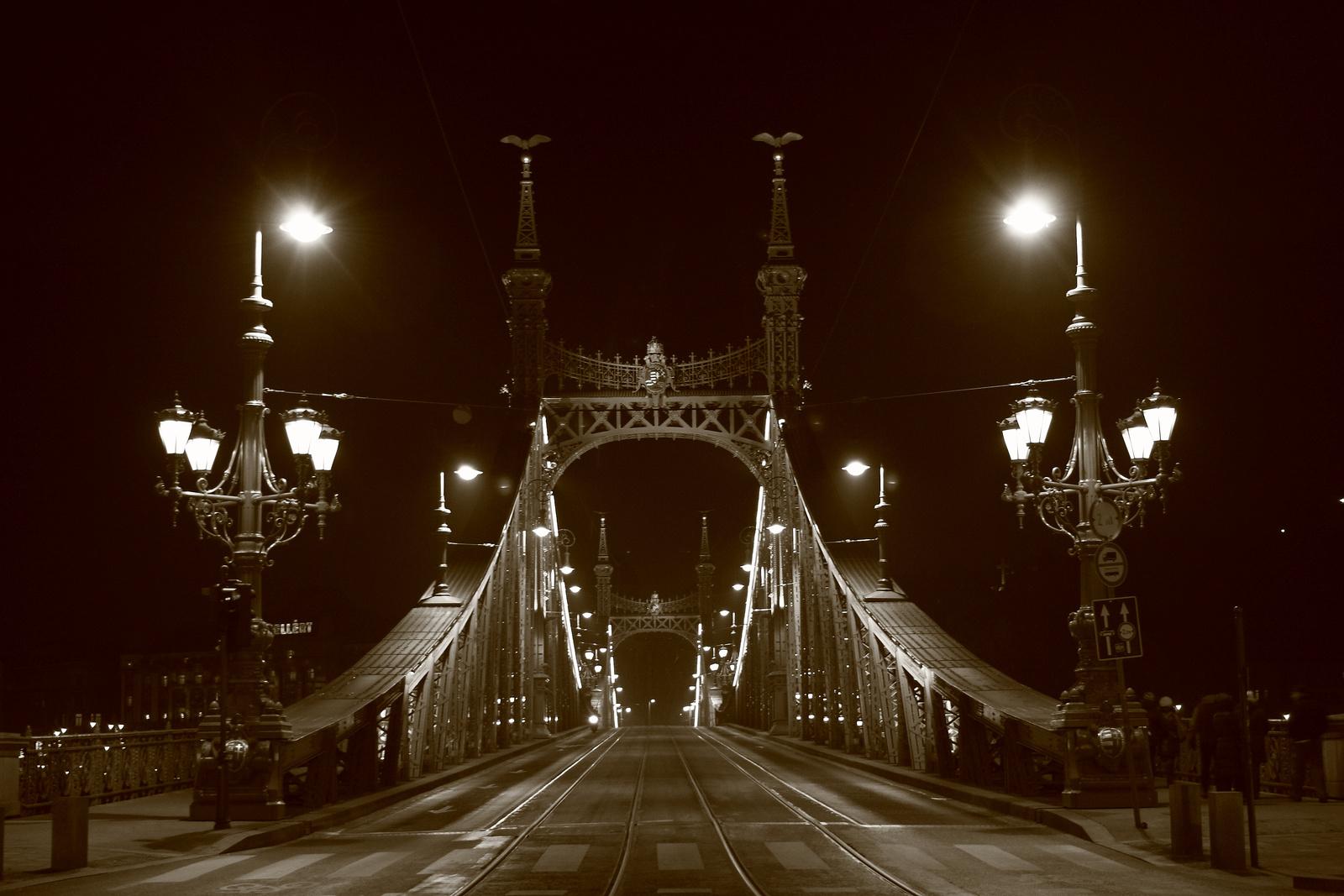 Magányosana a hídon