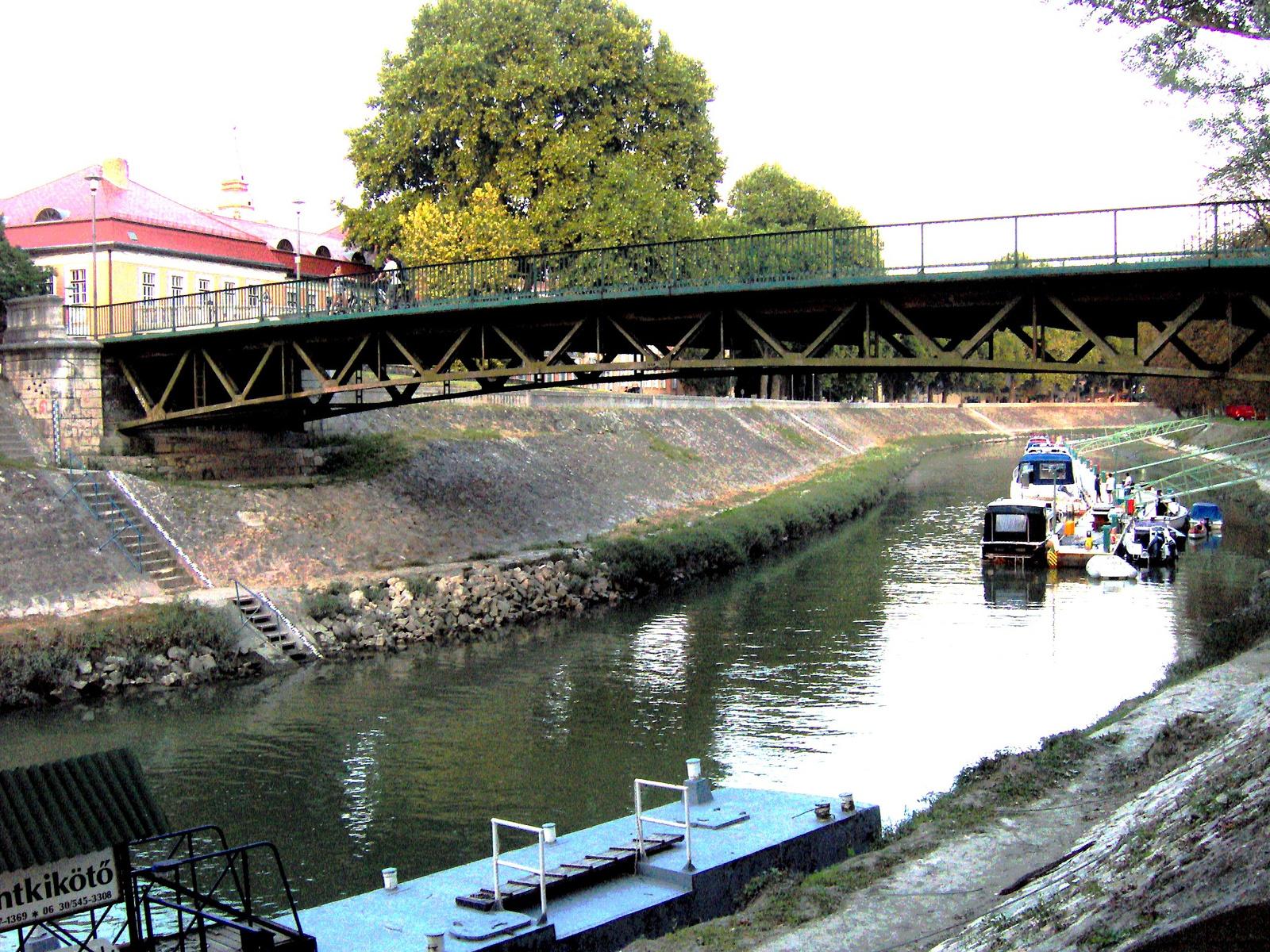 Esztergomi Kossuth híd és a kis Duna