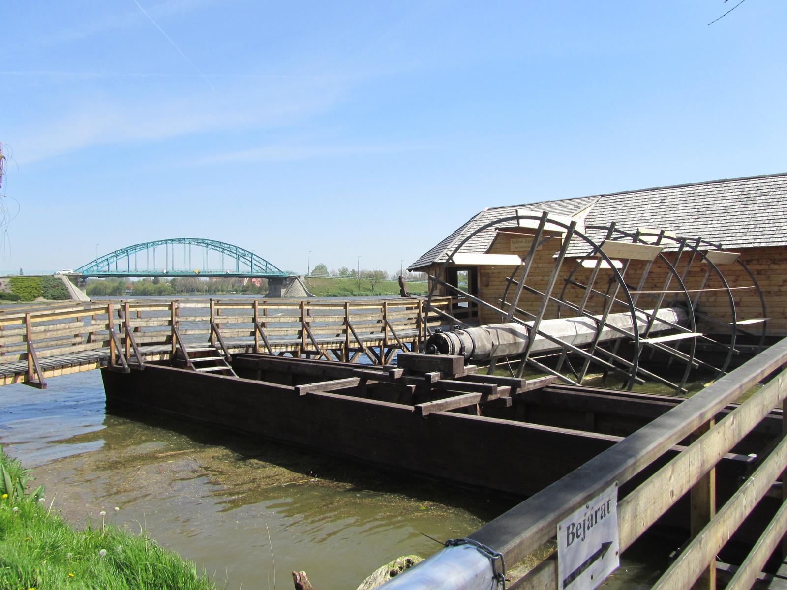 Két ív: az Árpád hídé és a malomkeréké