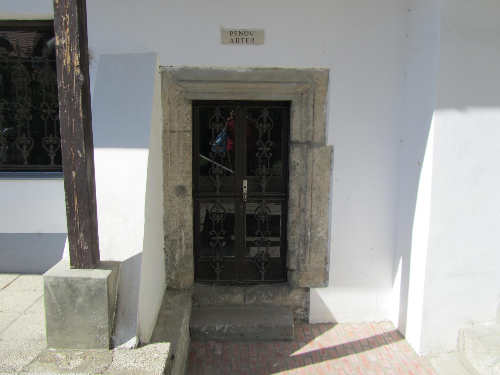 Ősöreg ajtó