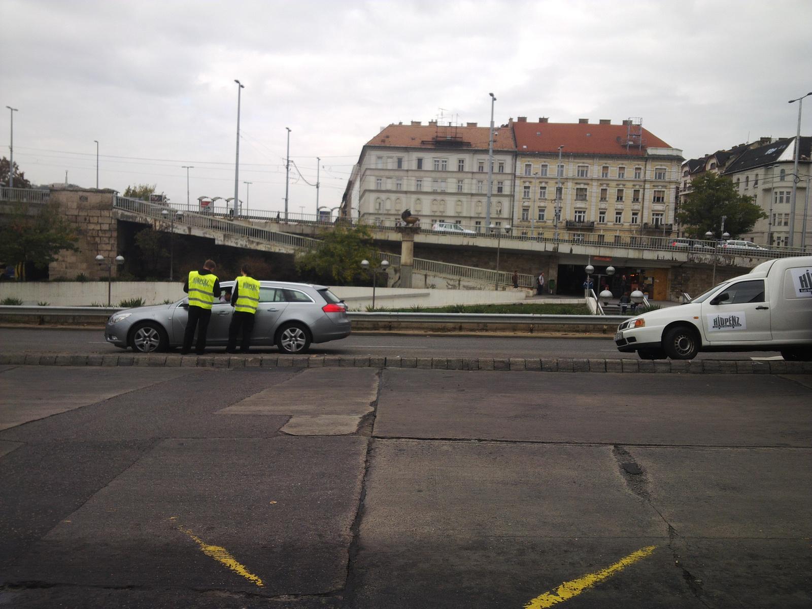 Fwd: Hídpénzt szednek a Petőfi hídon?!