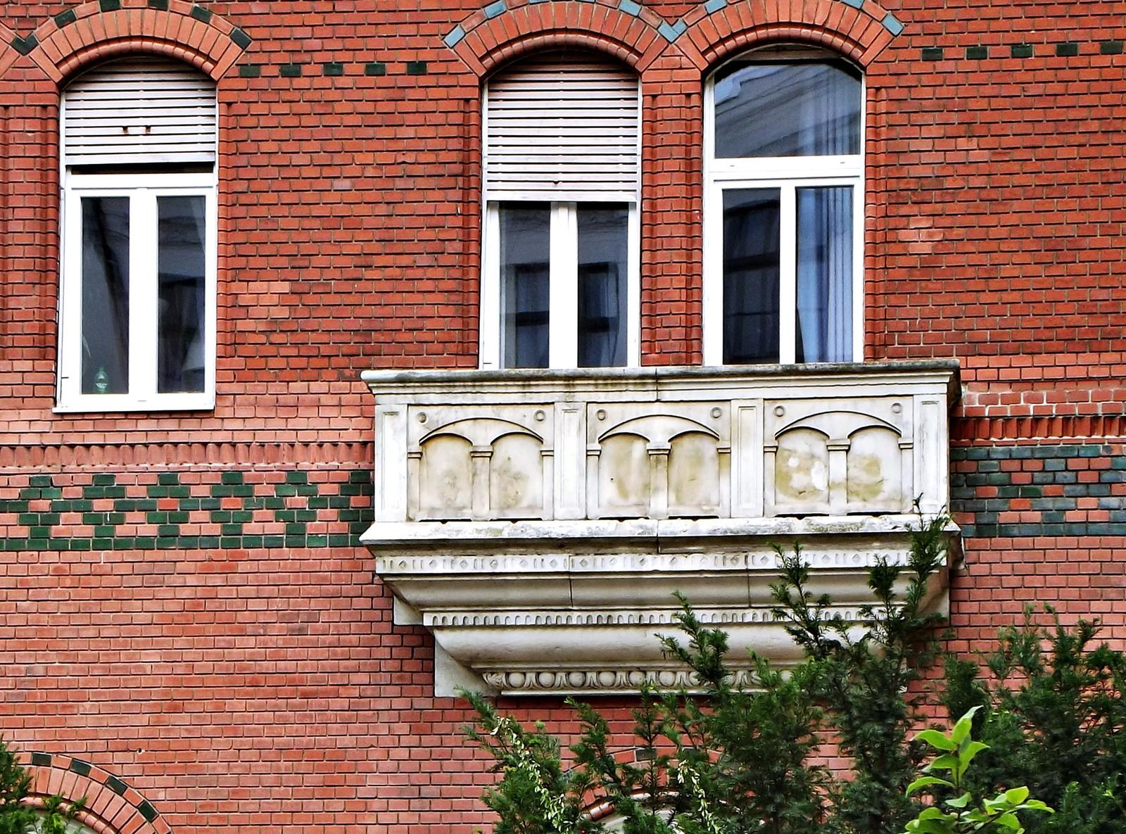 erkély és ablakok