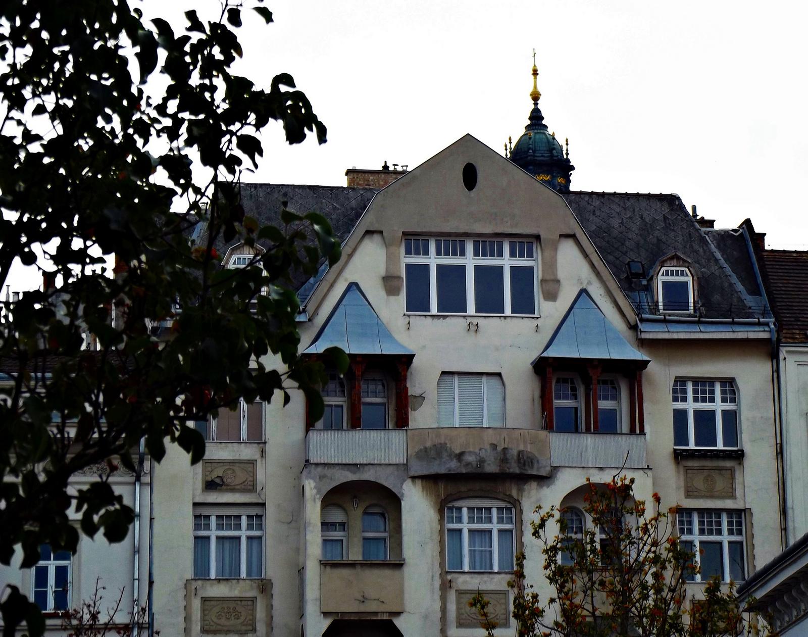ház a térnél