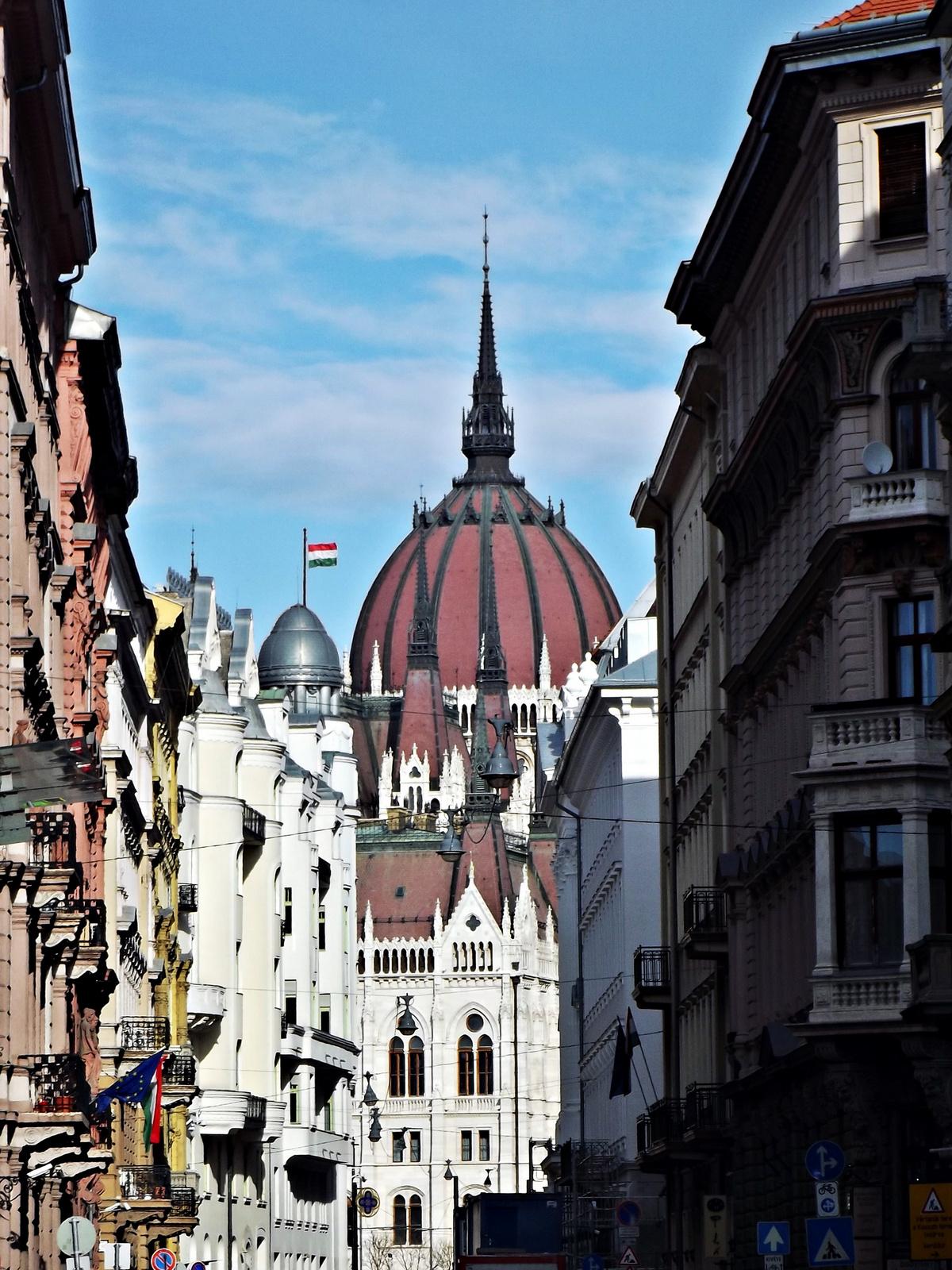 Kossuth tér felé