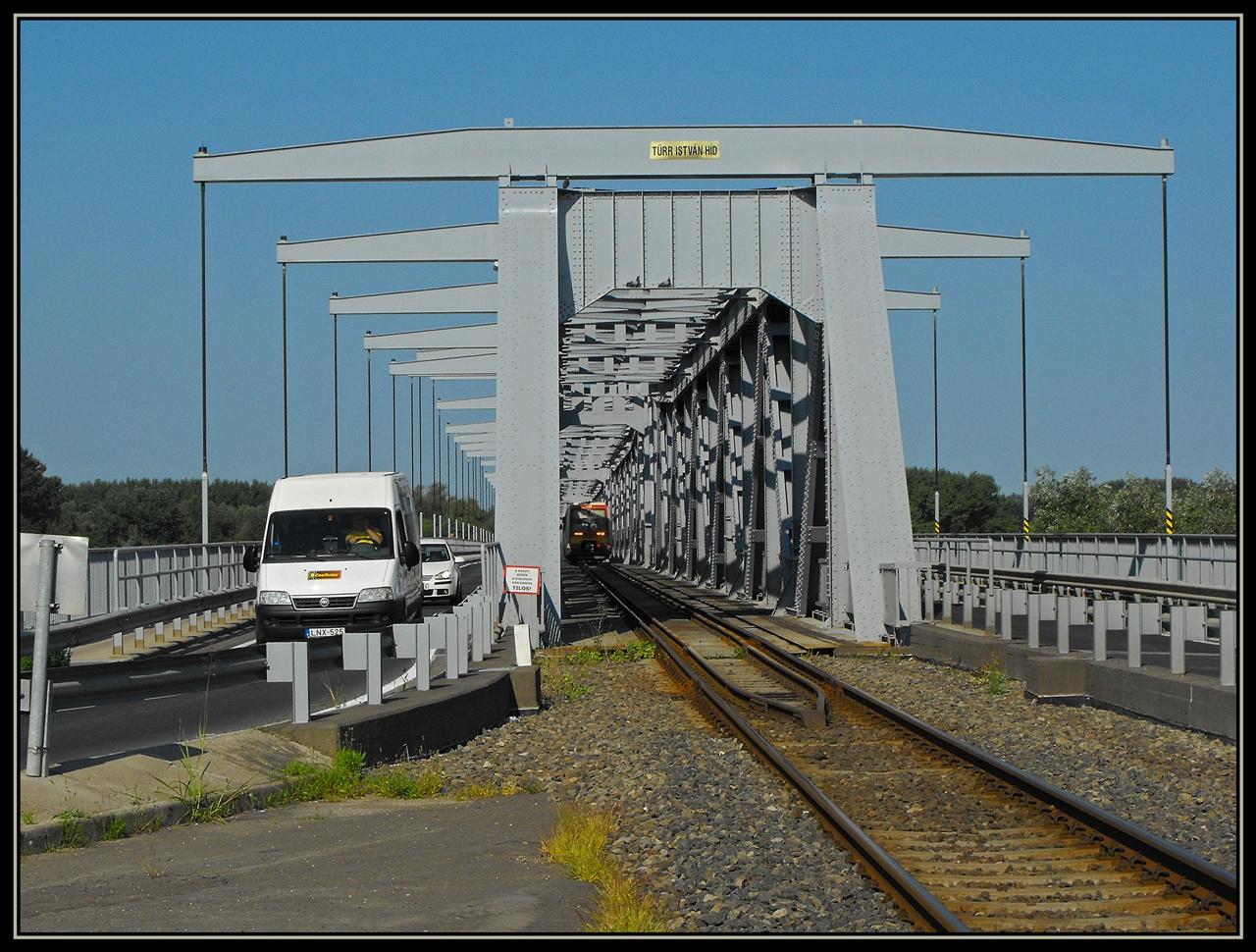 Forgalom a hídon