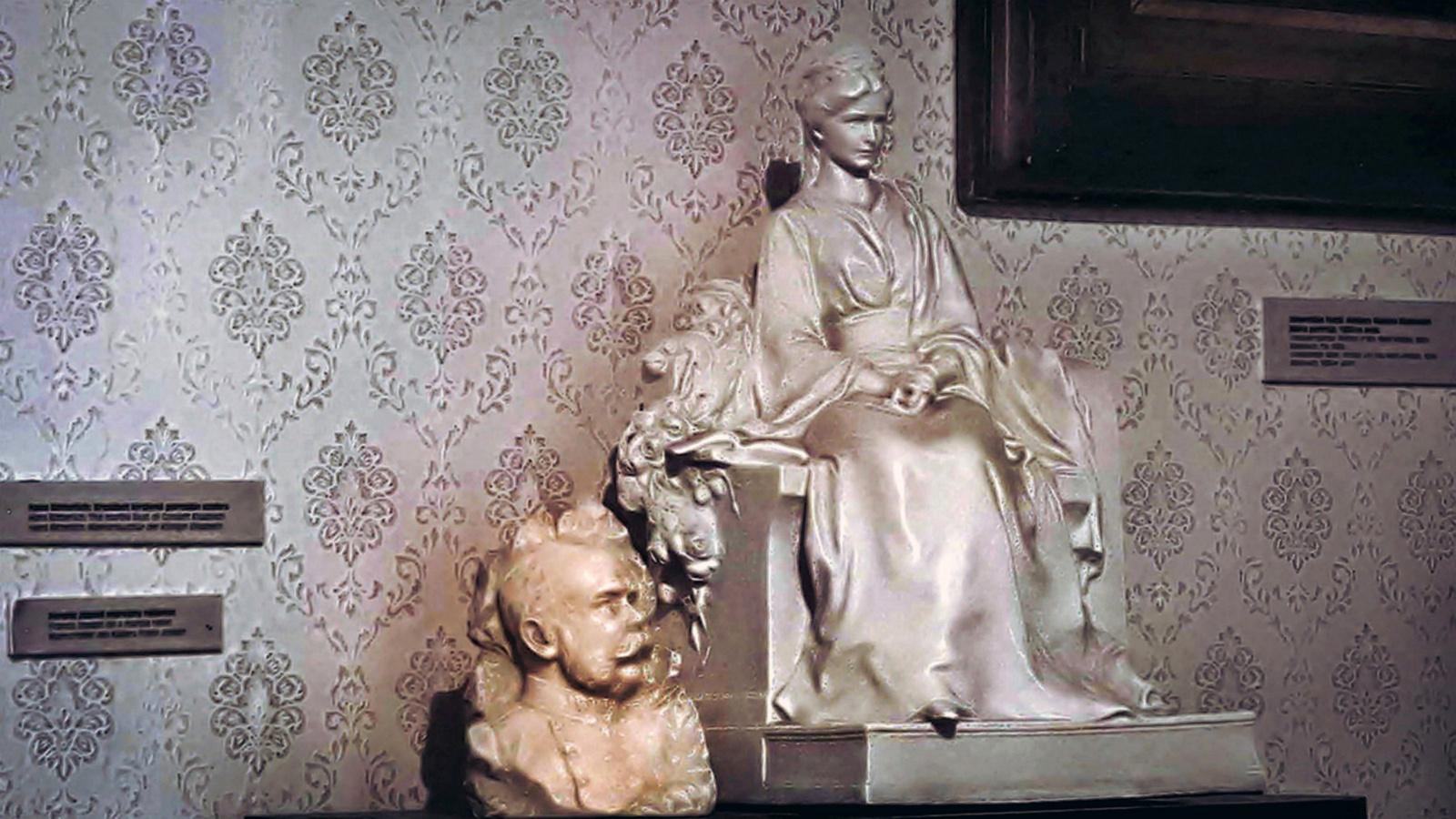 Sissi és Ferenc József márvány szobra