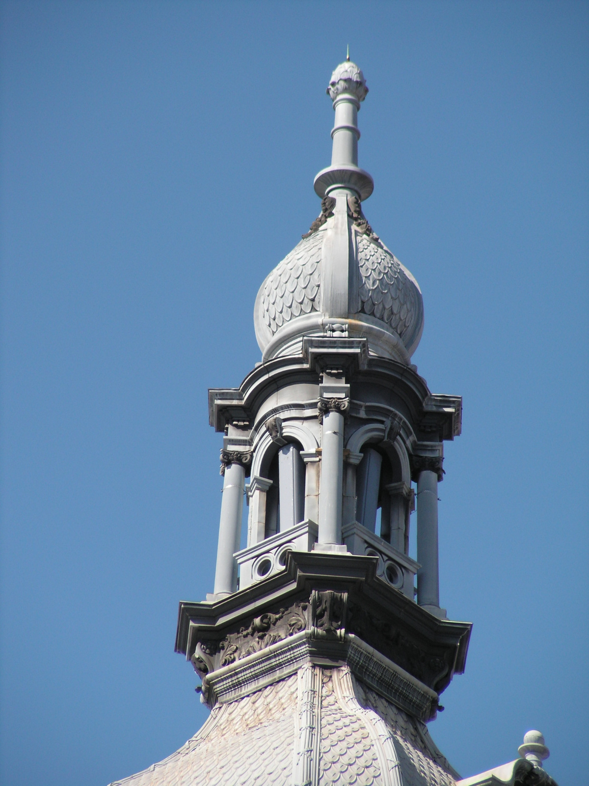 Budapest, a Kossuth Lajos u. egyik épületének tornya, SzG3