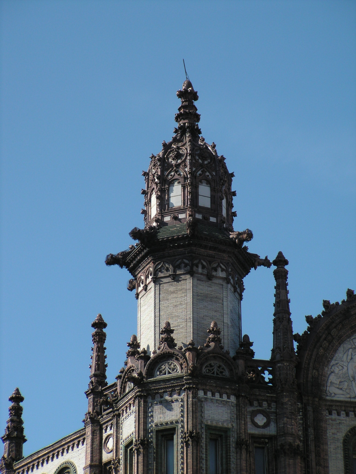 Budapest, a Párizsi udvar egyik tornya, SzG3