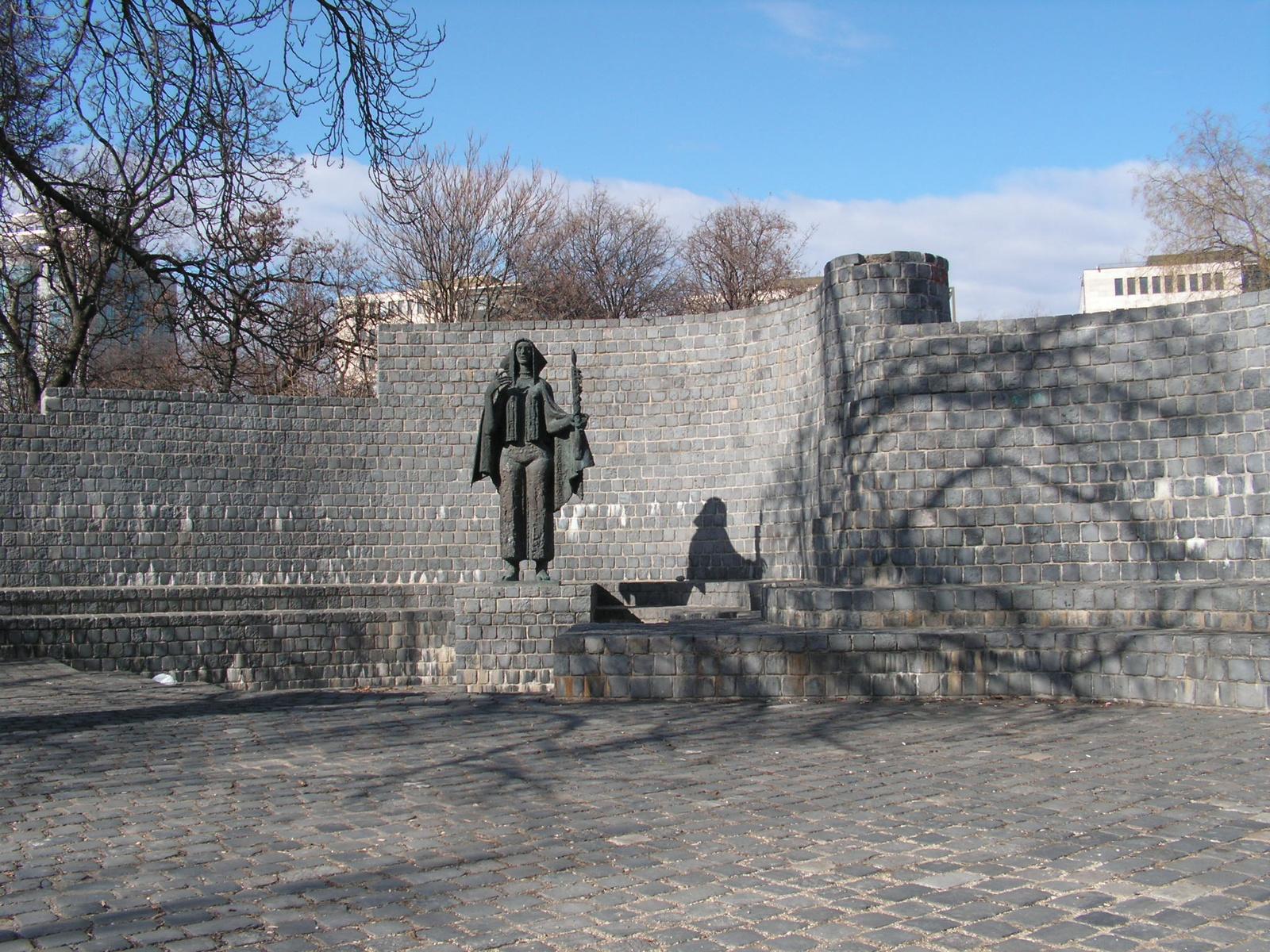 Budapest, emlékmű a Gesztenyés kertben (Somogyi József), SzG3