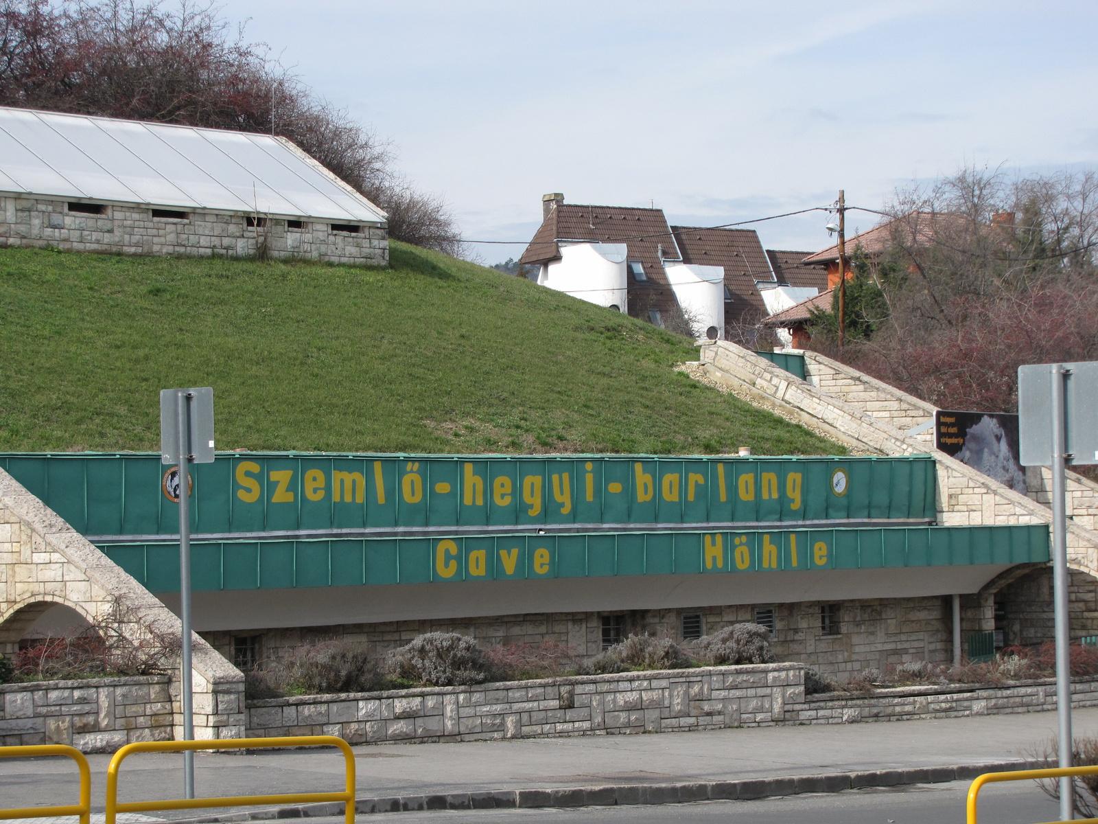 Budapest, a Szemlő-hegyi barlang fogadó épülete, SzG3