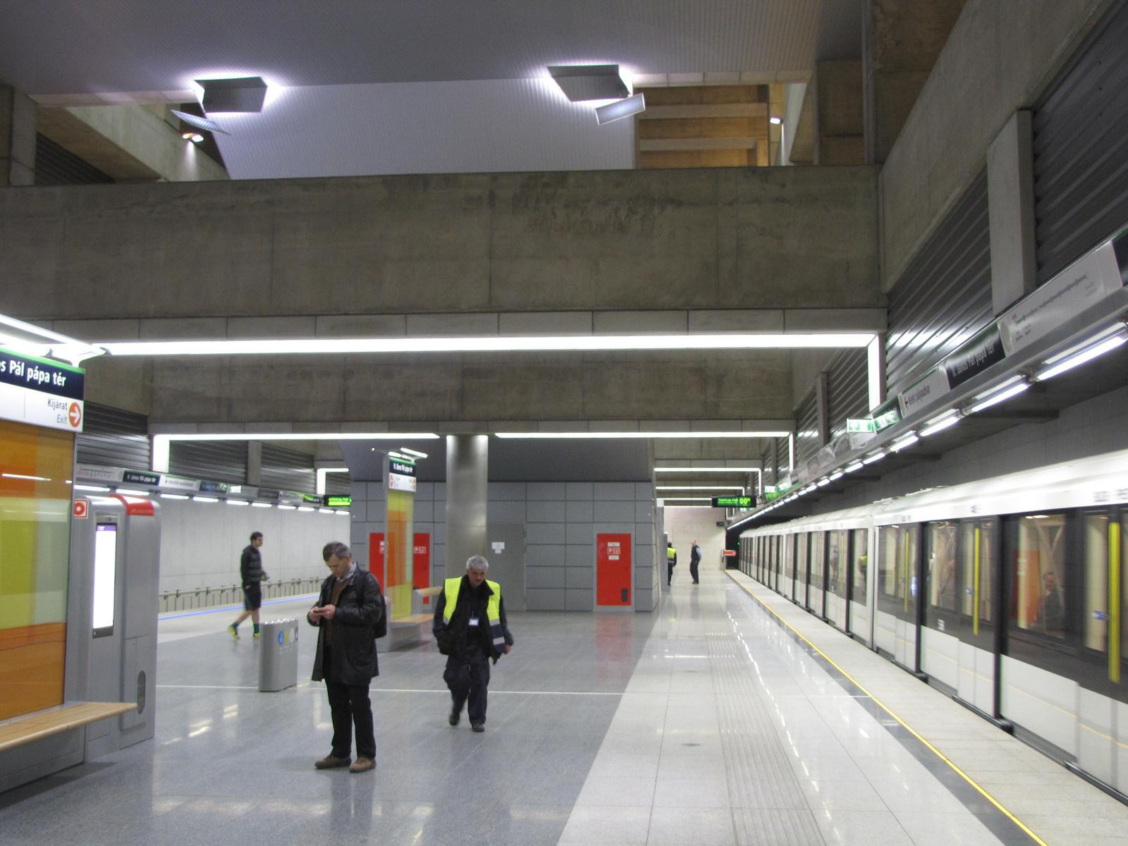 Budapest, a 4-es metró II. János Pál pápa téri megállója, SzG3