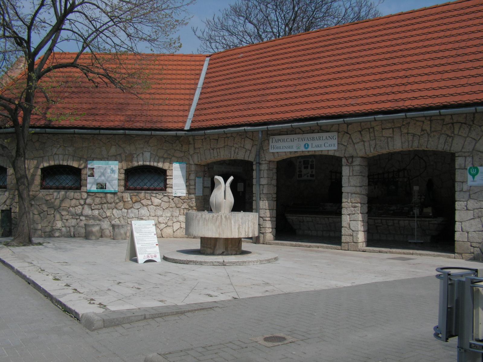 Tapolca, a tavasbarlang bejárata, SzG3