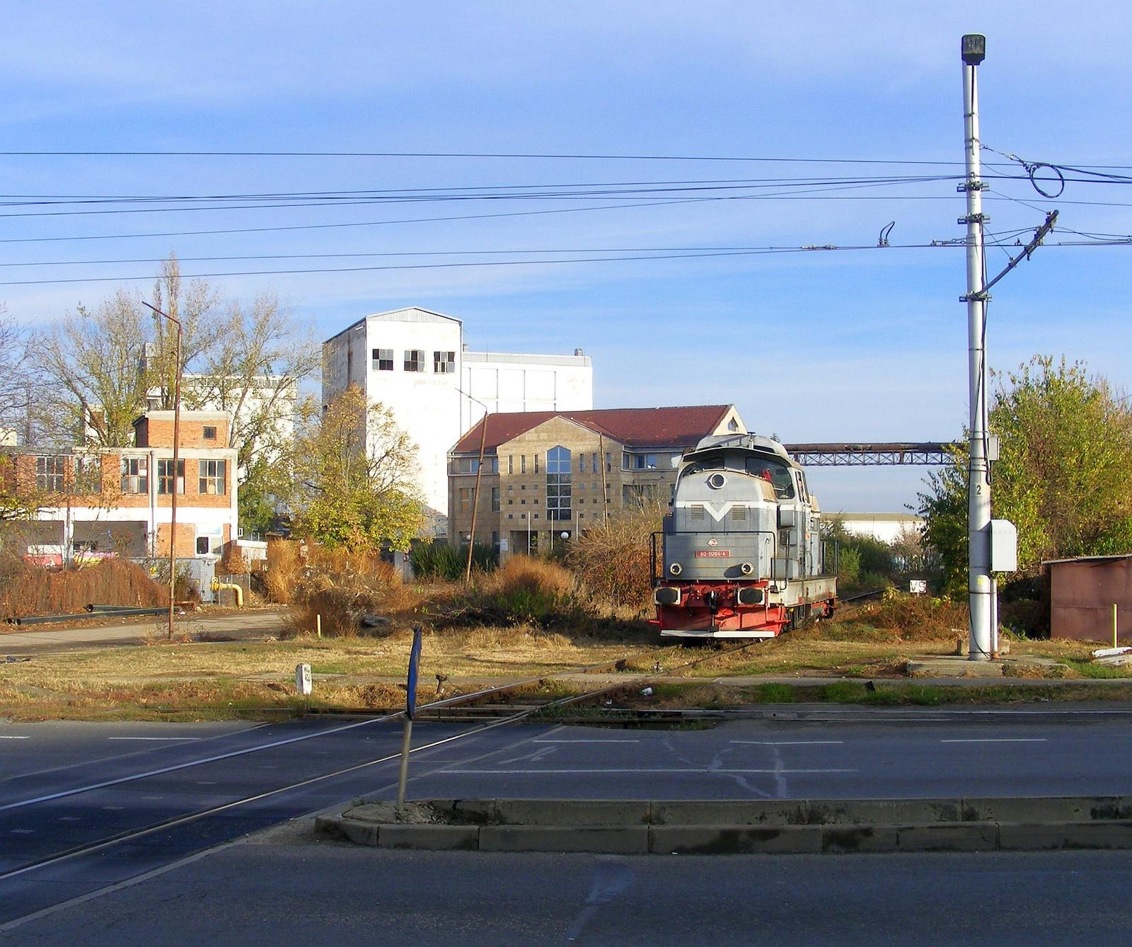 Egy iparvasúti Dácsia tart Arad-Vest felé