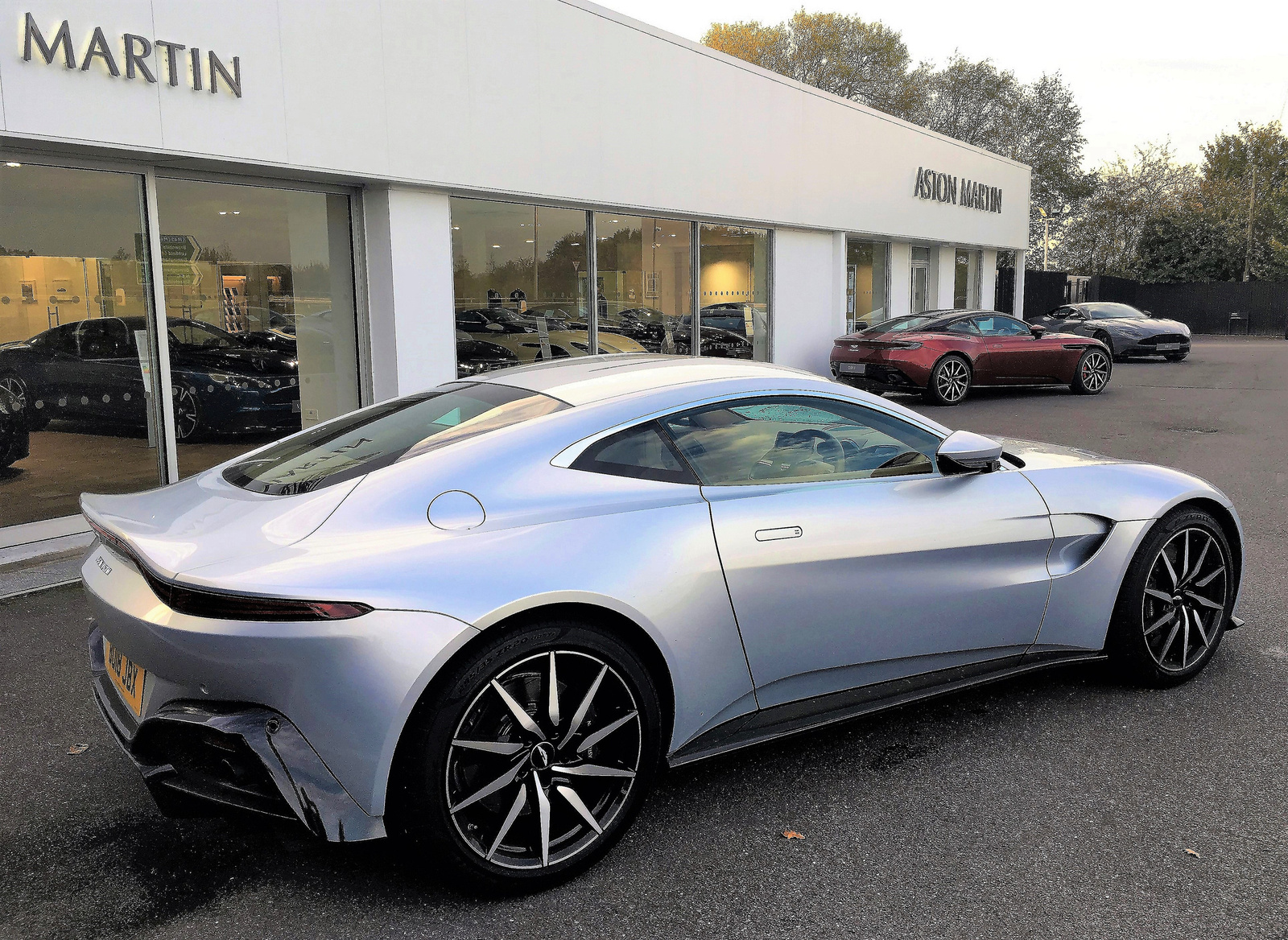 Aston Martin V8 Vantage - DB11 - DB11 AMR