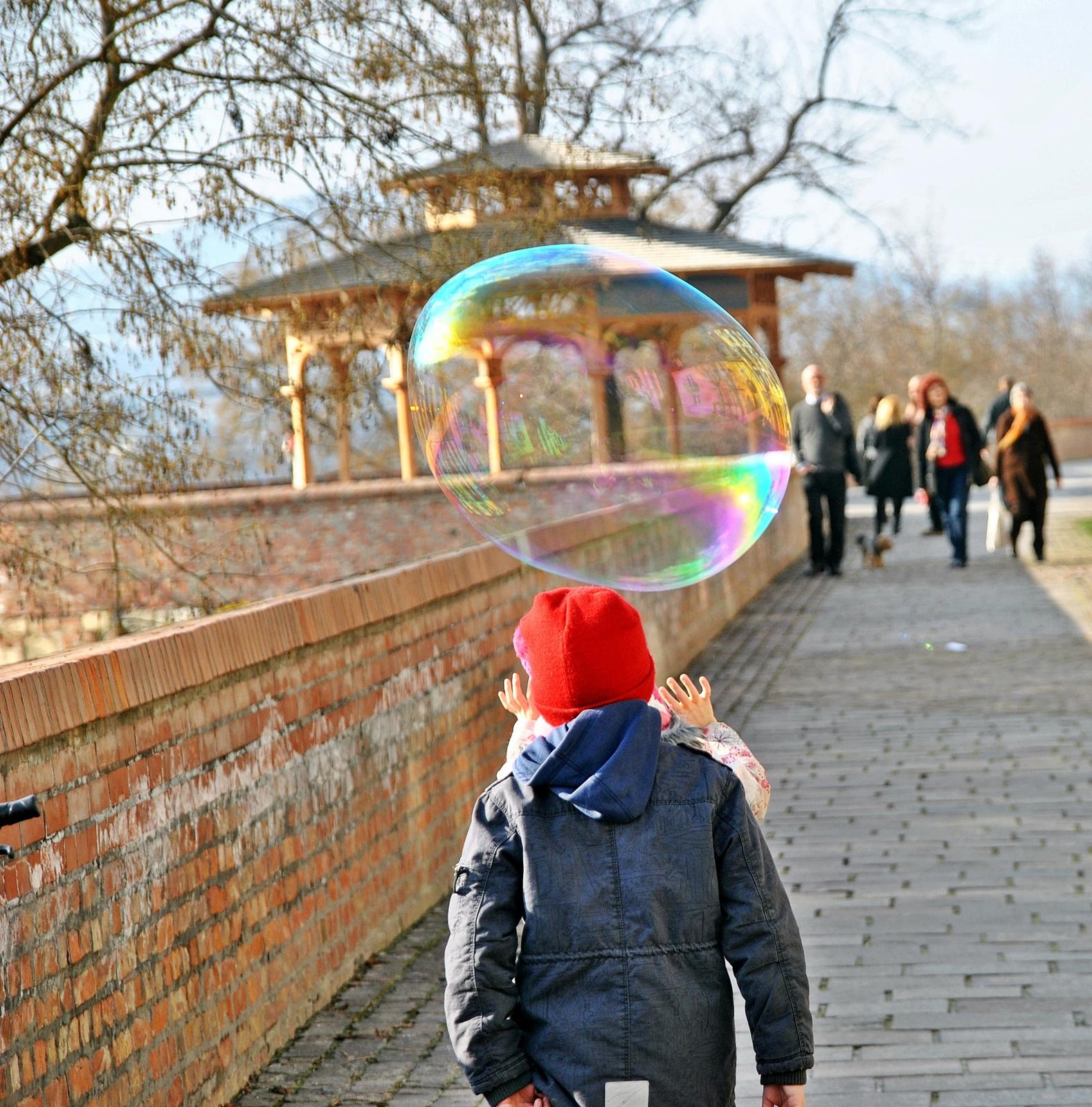 Buborék kergetők