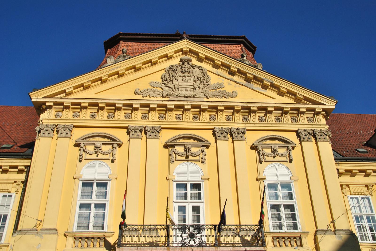 Városházi timpanon