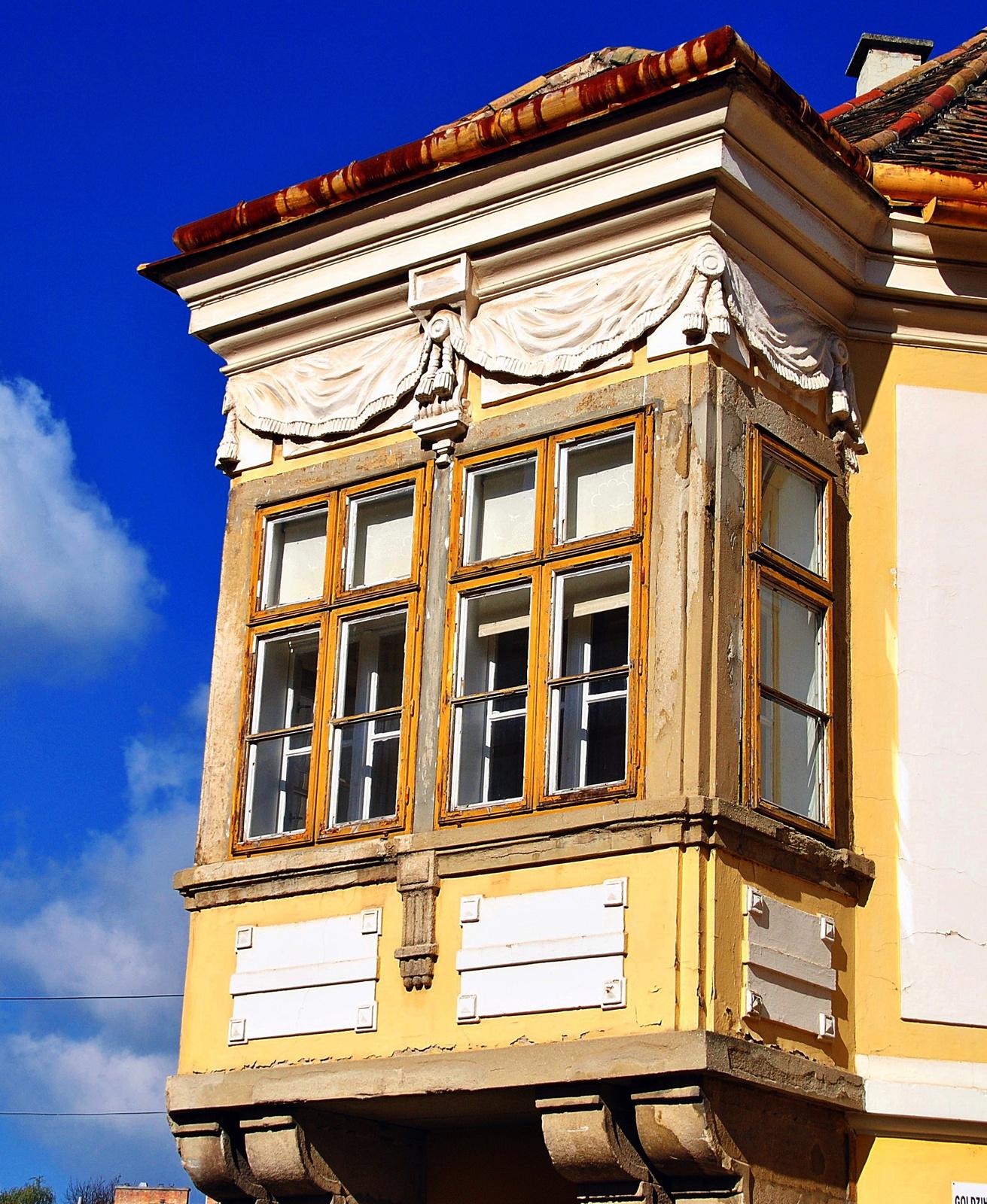 Szép, rozzant balkon