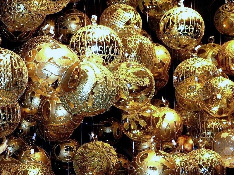 Aranyló gömbök