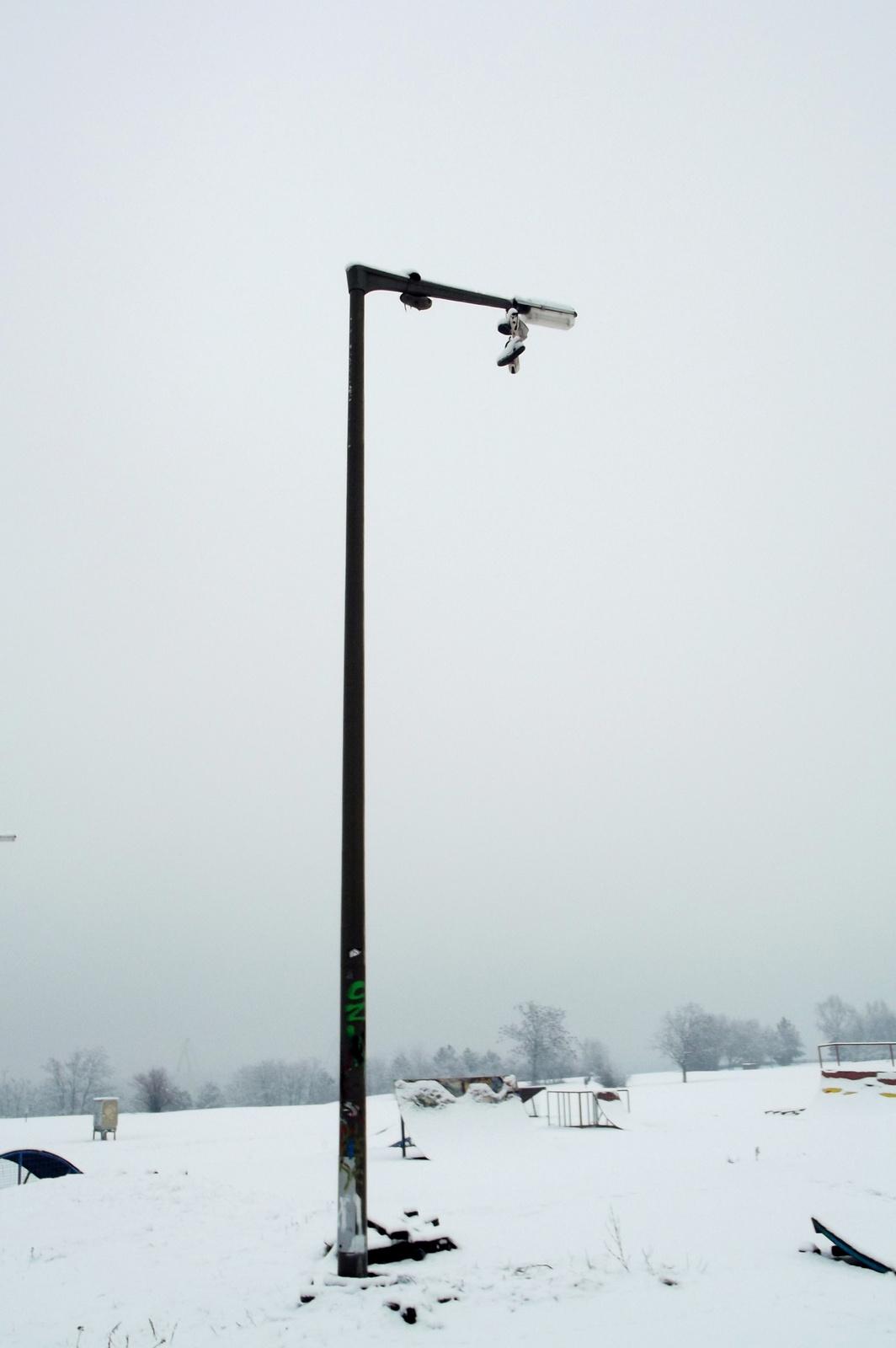 Egy magas lámpaoszlop ...