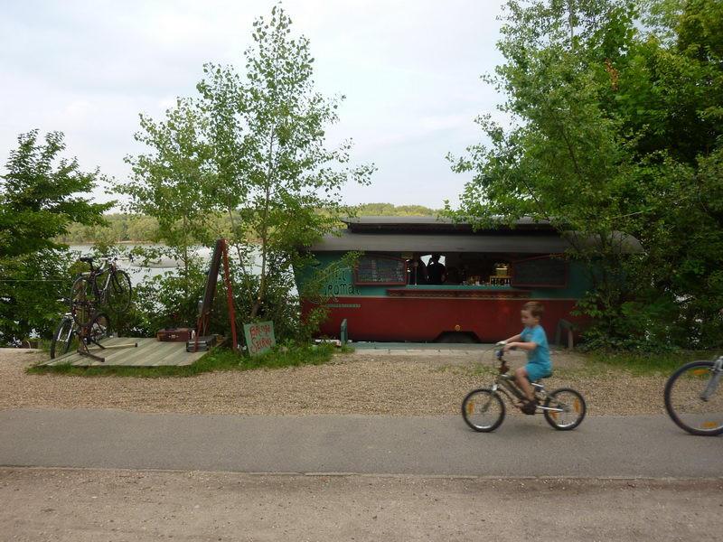 Bicikliút mellett