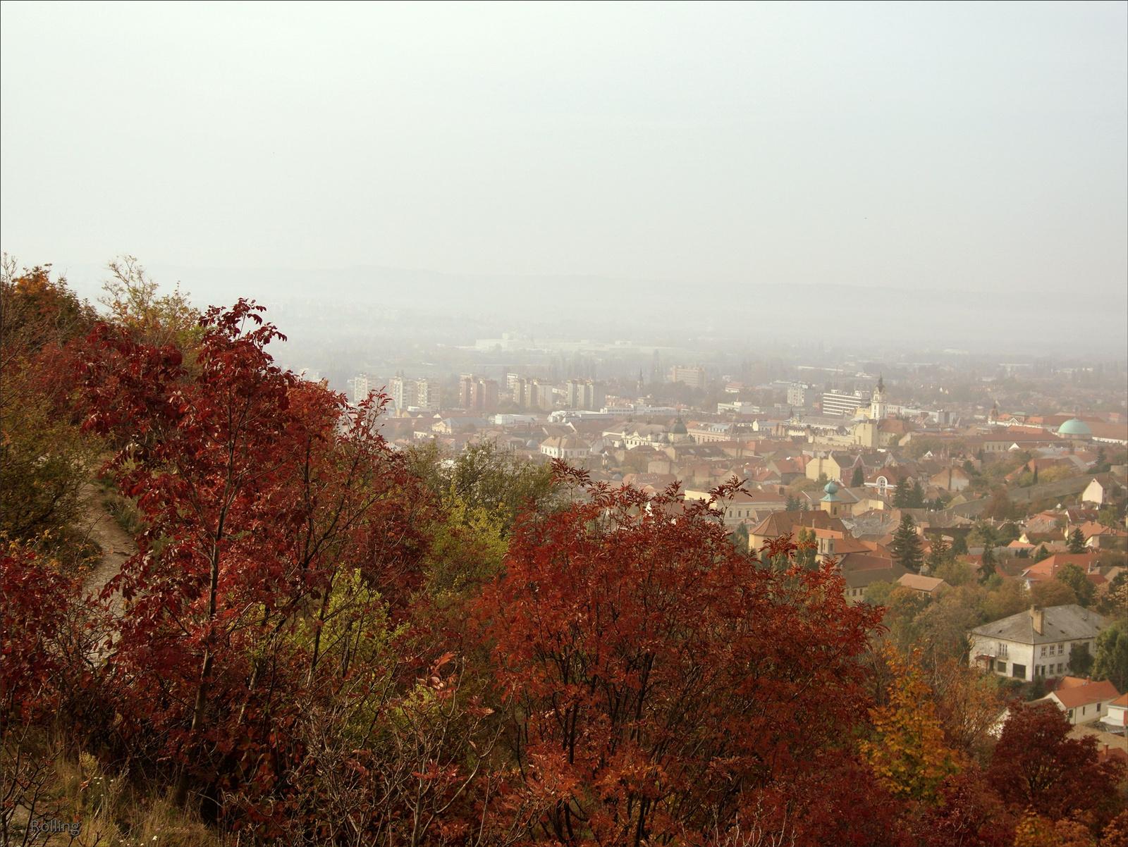 Ködben ,szmogban a város.
