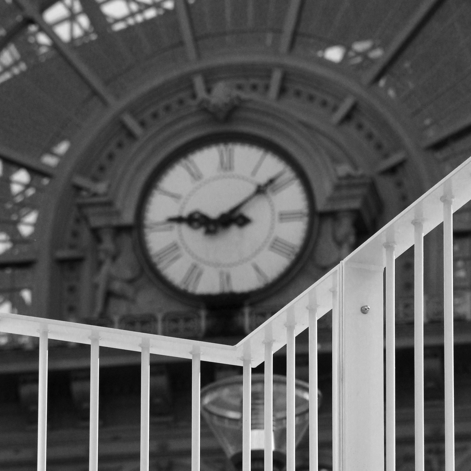 A korlát a pontos időt mutatja